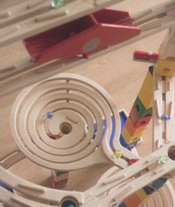 Quadrilla Holz Murmelbahn mit der Spirale aus dem Set Roundabout