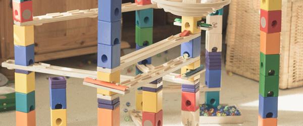 Eine tolle Murmelbahn aus Holz von Quadrilla