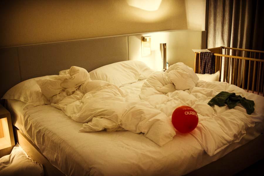 Das große kuschelweiche Bett im Ritz Carlton