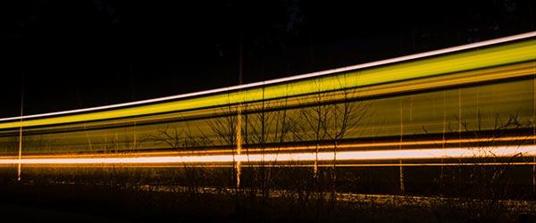 Vorschaubild mit vorbeifahrender Straßenbahn